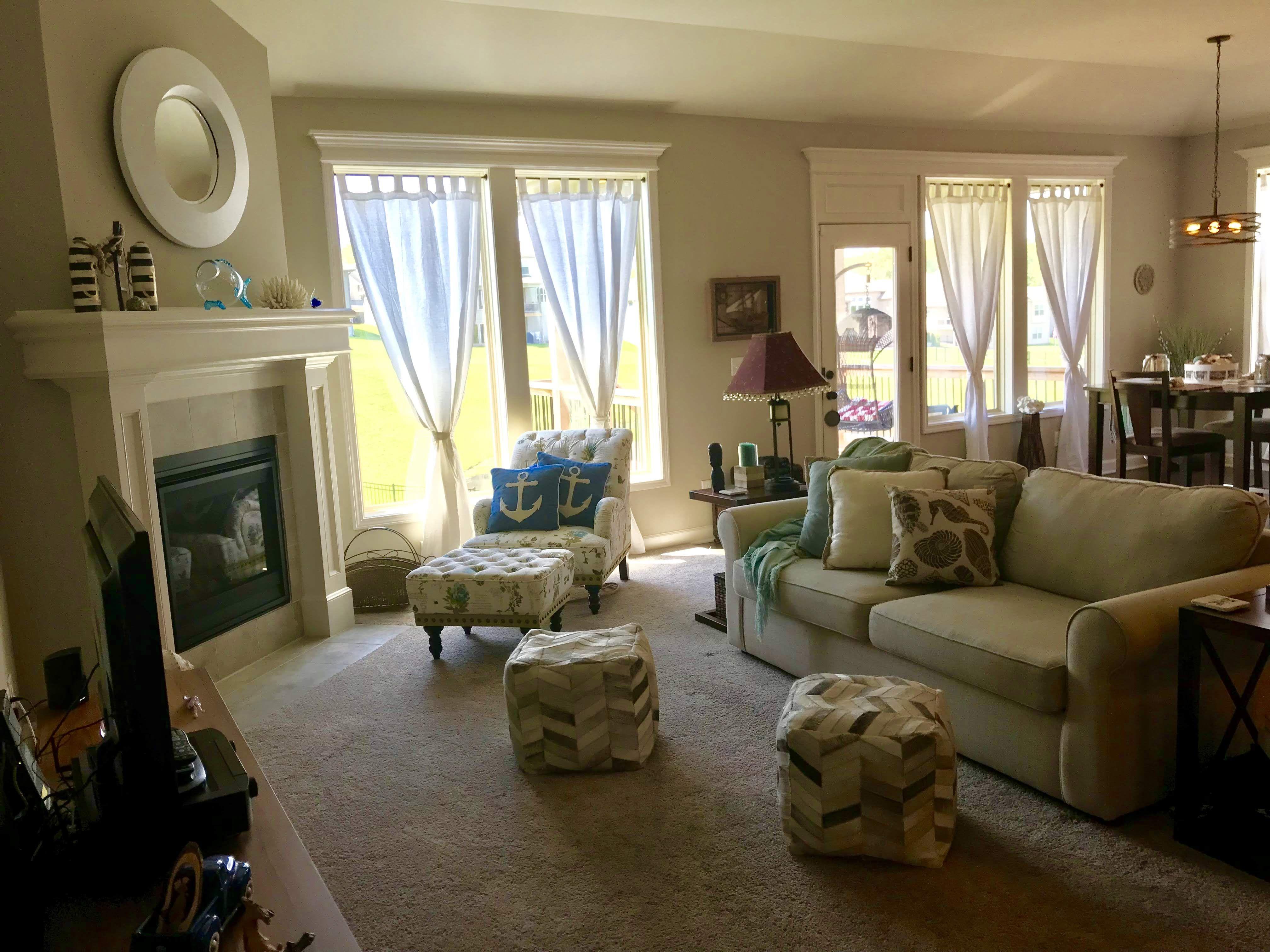 77 Comfy Coastal Living Room Decorating Ideas Livingroomideas Livingroomdecor Livin Coastal Decorating Living Room Farm House Living Room Beach Living Room
