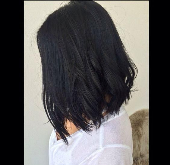 Pelo negro oscuro corto