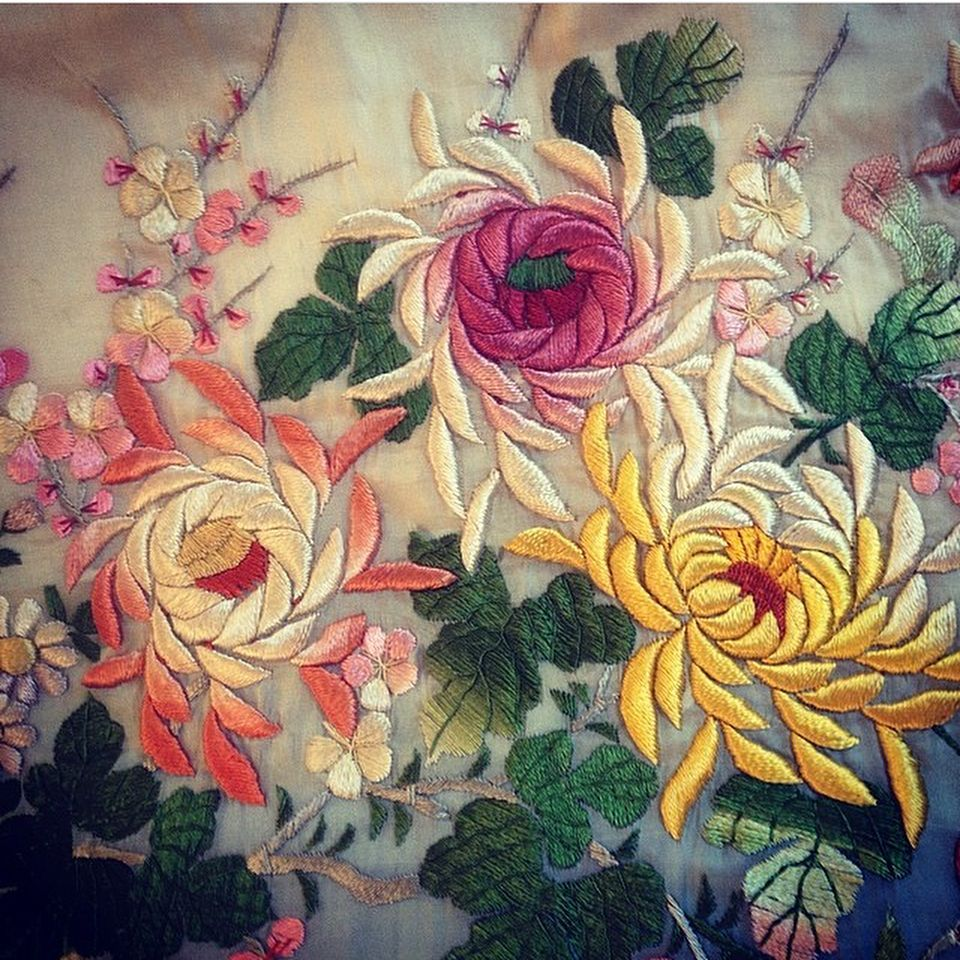 Universe. #millinery #fashion #hat #flowers #costume #bridal #handmade #wedding #bespoke #hechoamano #novias #ceremonias #sombreros #tocados #flores #moda #plumas #feathers #vestuario #workshops #londonfashion #bilbao #bilbaofashion #basquecountry #angelamoraccessories #weddingflowers