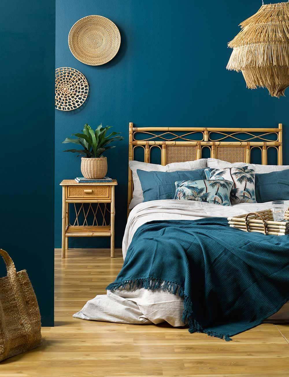 chambre-exotique-aux-tons-de-bleu en 18  Deco chambre parental