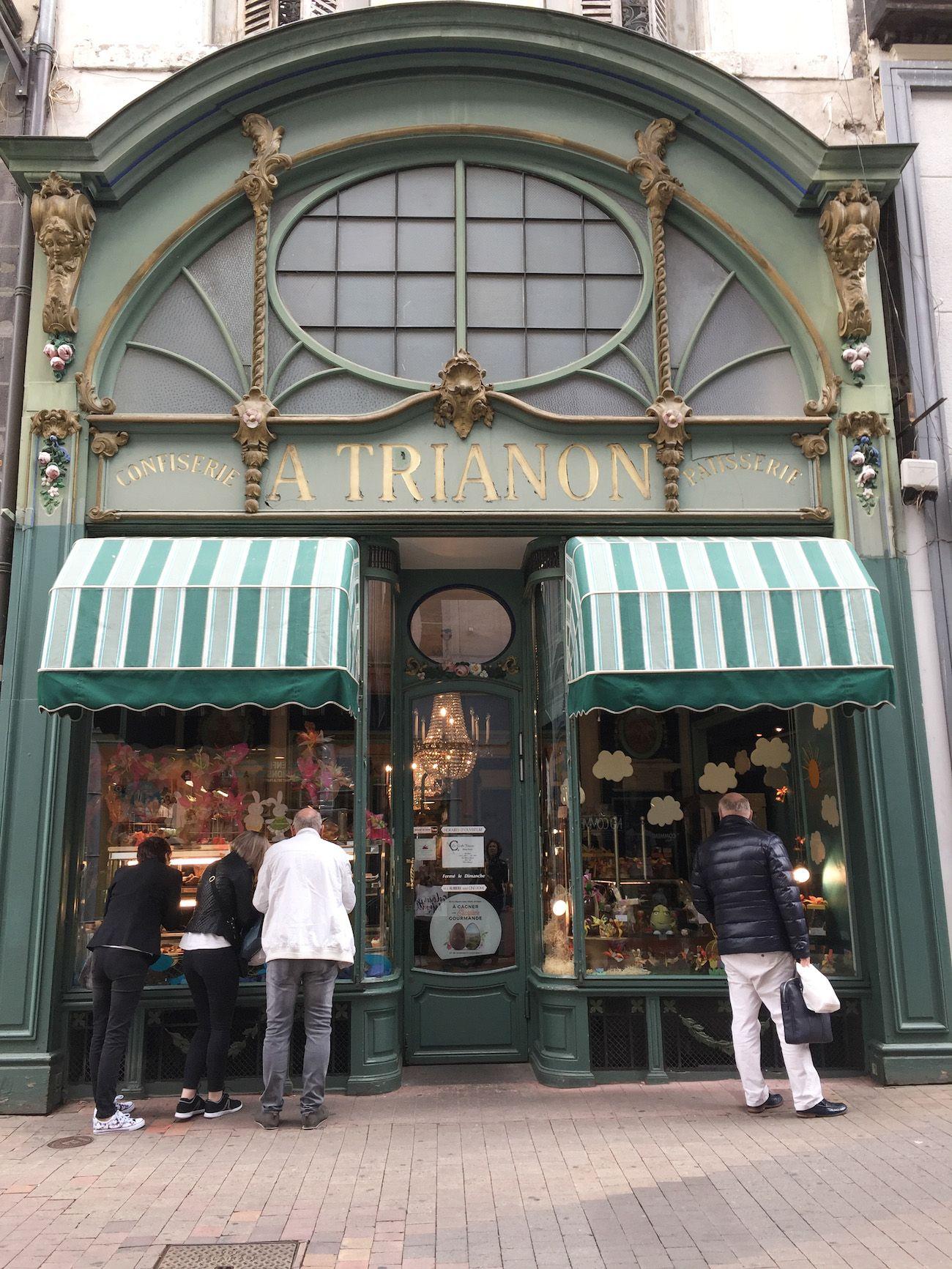 CLERMONT,FERRAND// Pâtisserie La Ruche TRIANON, 26 Rue du 11 Novembre.