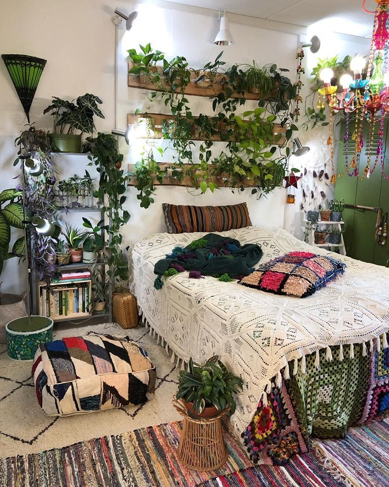 Cozy Boho Plant Filled College Dorm Room Cozyplaces Reddit Boho College Cozy Cozyplaces Dorm Filled In 2020 Rustic Bedroom Design Dorm Room Inspiration Boho Room