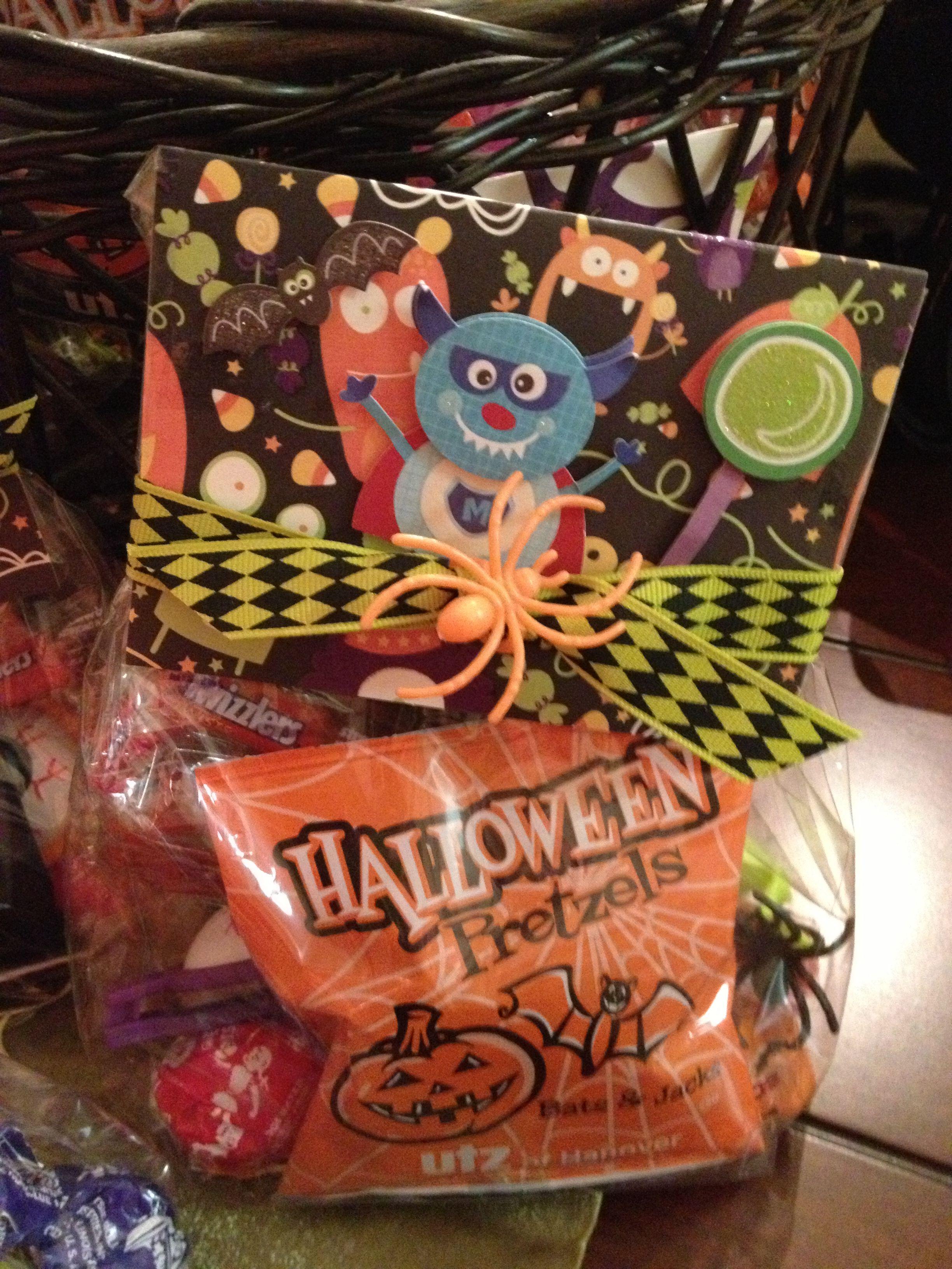 halloween goodie bags for preschool! pretzels,spider rings, mini