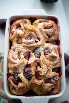 Brioche aux prunes (Brioche Röllchen mit Pflaumen) backen brot fruehstueck kinder snacks-und-kleine-gerichte tarte vesper Französisch Kochen by Aurélie Bastian