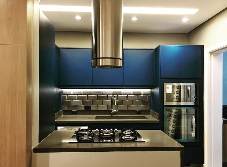 Cozinha - Pia e Ilha em Quartzo Stone Cimento Clean, Projeto Leila Libardi Design de interiores.#astimarmores #premiumstone #quartzocimentoclean #cozinha #projetotop #top #leilalibardi