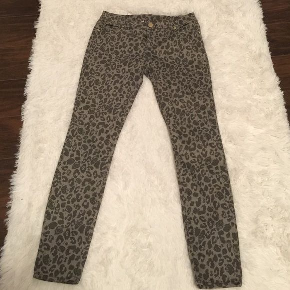 60da2bb9c Hello Kitty Jeans Looks like Leopard print but look closely its Hello Kitty  like new, skinny leg Hello Kitty Jeans