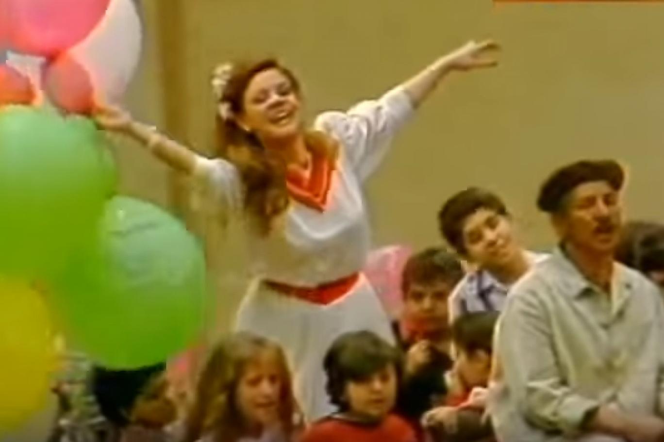 أغاني لا يكتمل العيد إلا بها أغاني العيد التي تركت أثرها جيل ا بعد جيل Ball Exercises Eid Song Blog