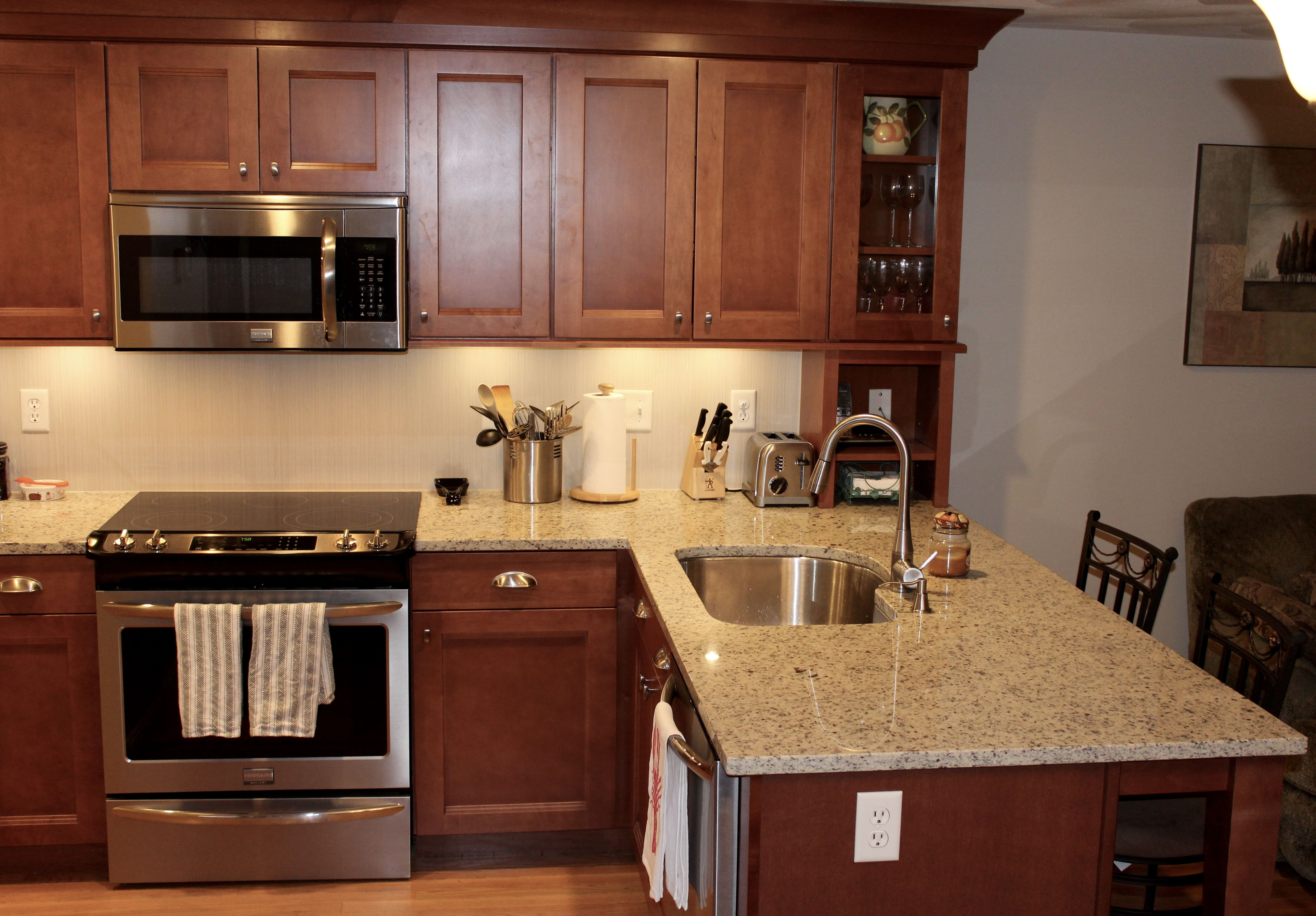 Shaker kitchen cabinets in maple cognac glass kitchen - Maple kitchen cabinets ...
