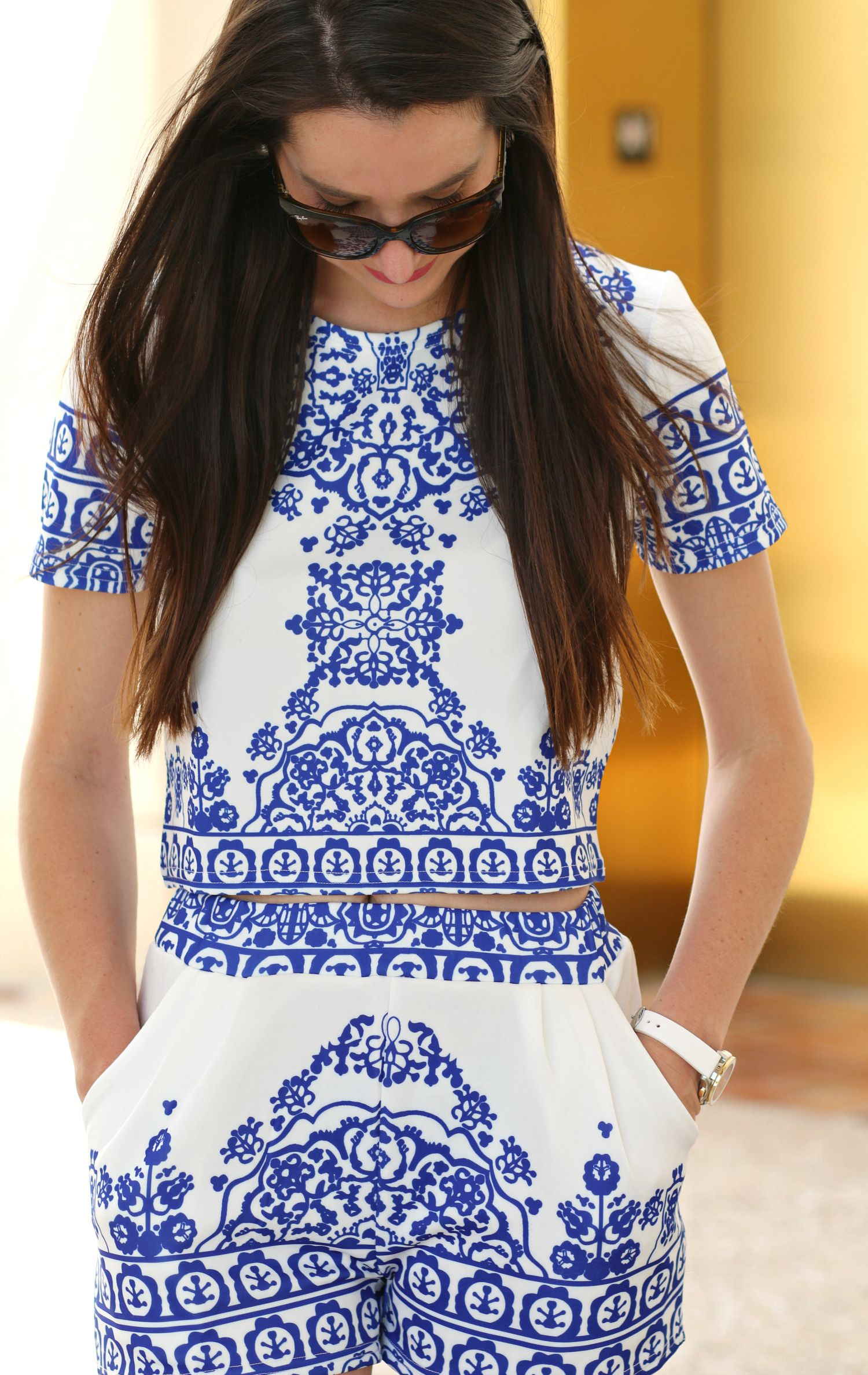e363acf53d9315 SheIn Matching Crop Top and Shorts Set in Pretty Blue Porcelain Print