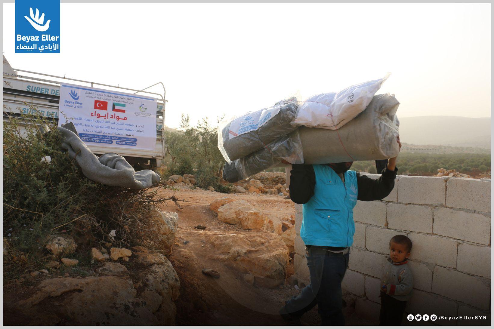 أن نكون معكم هو وعد قطعناه على أنفسنا فريق الأيادي البيضاء أثناء توزيع مواد إيواء في إدلب ضمن حملة دفء5 بدعم Alnouricharity رابط التبرع المباشر Https