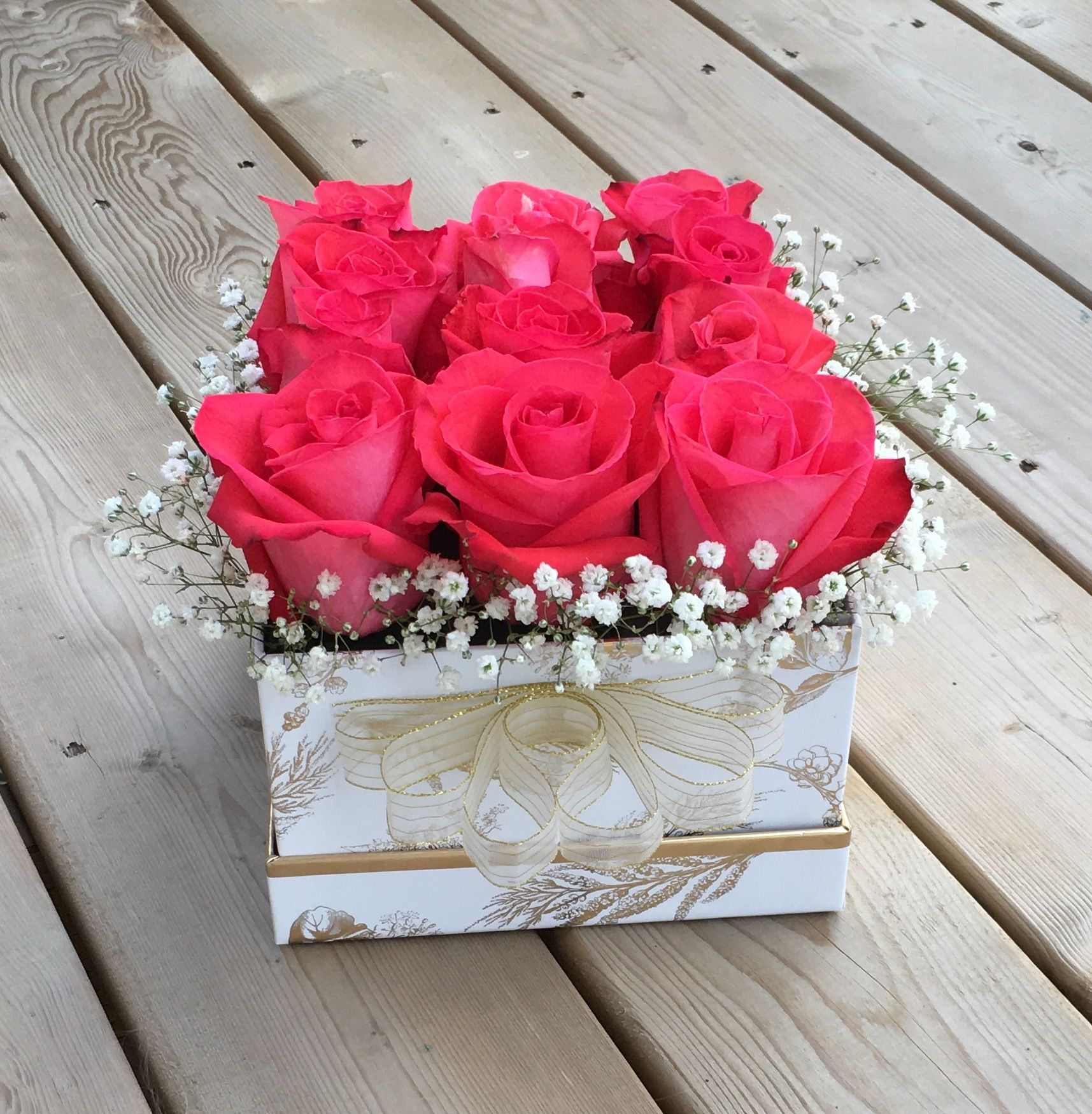 Fresh Pink Red Boxed Roses Handcrafted With Love In Canada Flower Gift Flower Box Gift Flower Arrangements