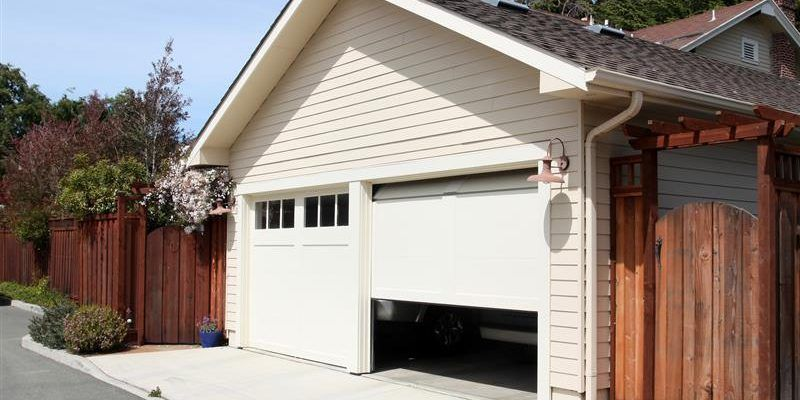 Looking For A Good Garage Door Repair Company Garage Doors Garage Door Springs Garage Door Design