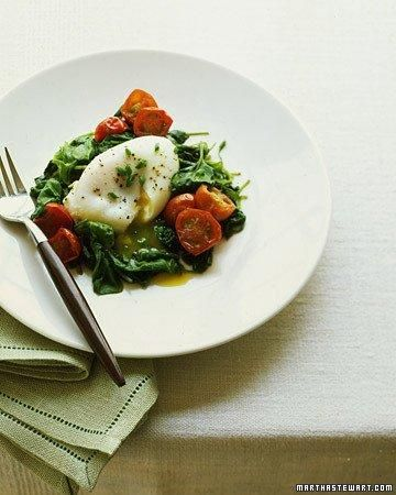 Poached Eggs with Spinach and Tomatoes Recipe- Great Breakfast for Under 250 Calories!
