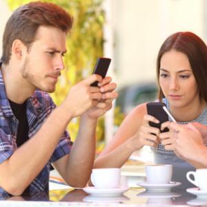 Ngomong-ngomong soal social media, saat ini ada beberapa yang cukup populer yang sangat berpengaruh terhadap gaya hidup kita saat ini