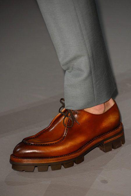 96cb96fbdaff7 FALL 2013 MENSWEAR Prada Chaussures De Ville, Chaussure Homme Cuir,  Chaussure Marron, Bottes