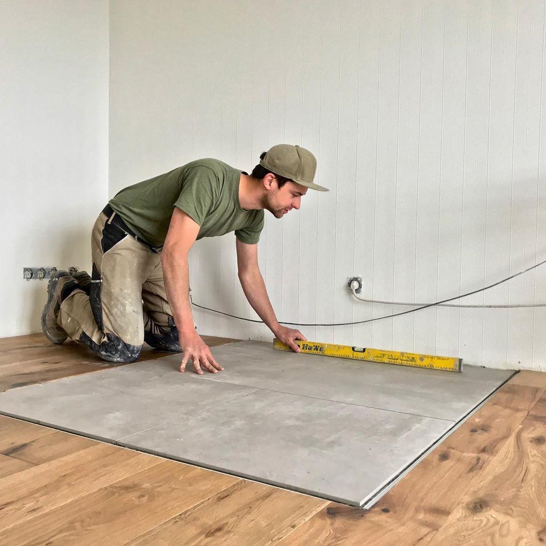 Integration Einer Ofen Standfläche In Die Bodenfläche Des Wohnzimmers Fliesen Innendesign Inne Fliesen Wohnzimmer Wandfarbe Wohnzimmer Kamin Wohnzimmer