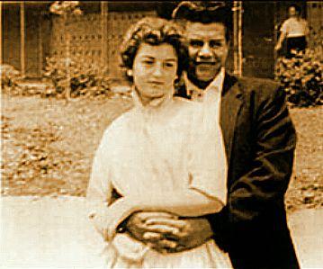"""Richie Valens y su novia. Ella fue la inspiracion de la cancion """" Donna""""."""