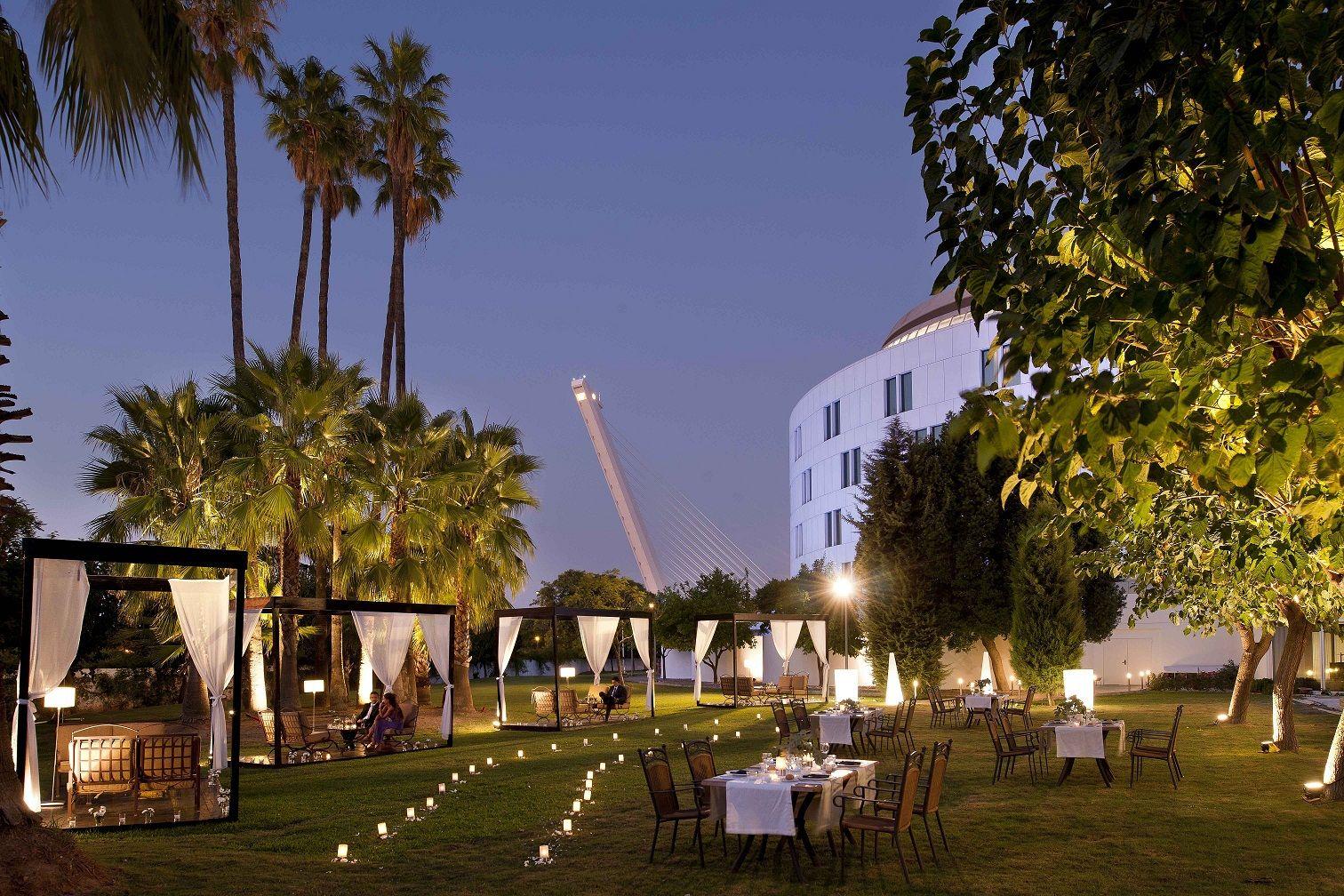 Jardines Y Piscina Del Hotel Barcelo Sevilla Renacimiento Piscina Jardin Hotel Eventos