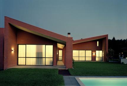 Casa legno tetto una falda cerca con google for Casa moderna vetrate