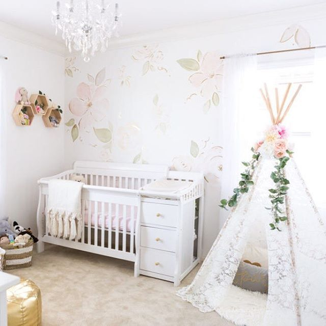 Let's show this nursery some LOVE! Baby girl nursery dreams coming true in this floral, airy nursery from @louisewirick