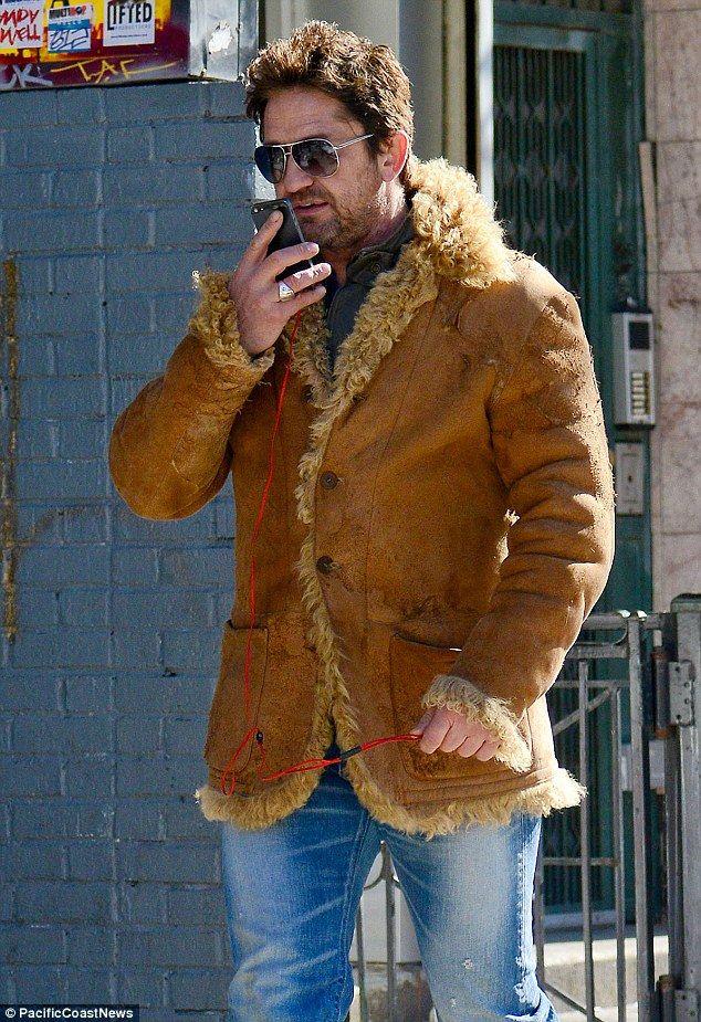 Gerard Butler suffers rare sex appeal fail in awkward frumpy coat ...