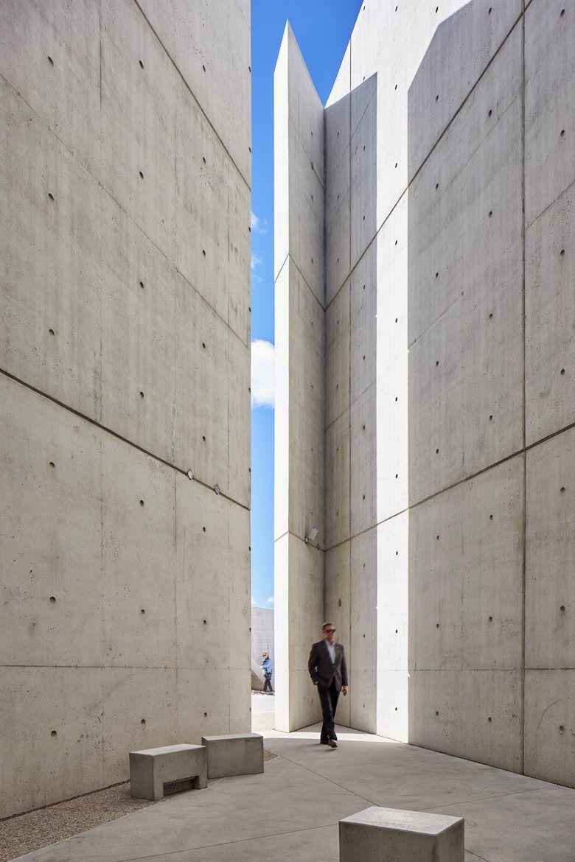 Libeskind e il primo monumento canadese dedicato all for Idee architettura interni