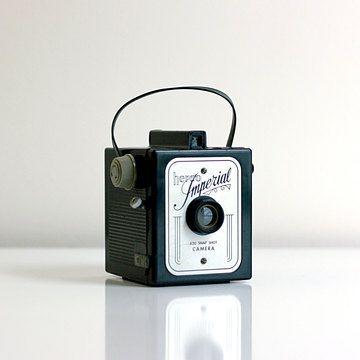Wise Apple Vintage: Hero Imperial Box Camera
