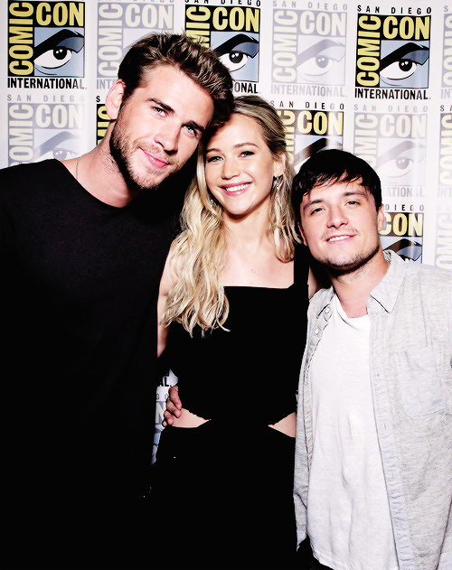 The hunger games golden trio at this year's comic con! Precious cuties!