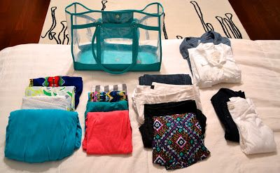 16 pieces, 40 outfits! Summer packing list, so smart!