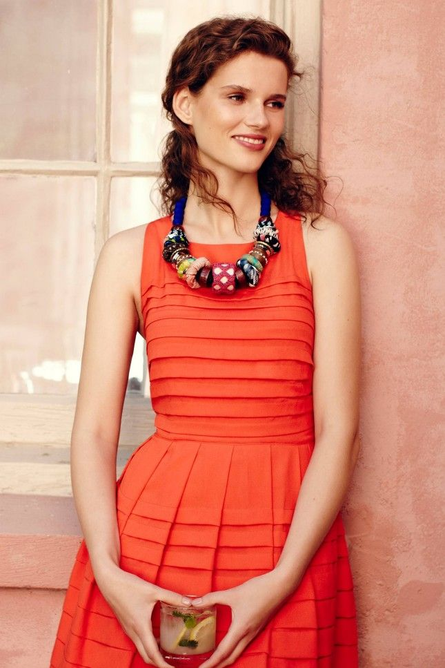 762b07005066 Accessorize your outfit with this bold statement necklace. Pretty Outfits