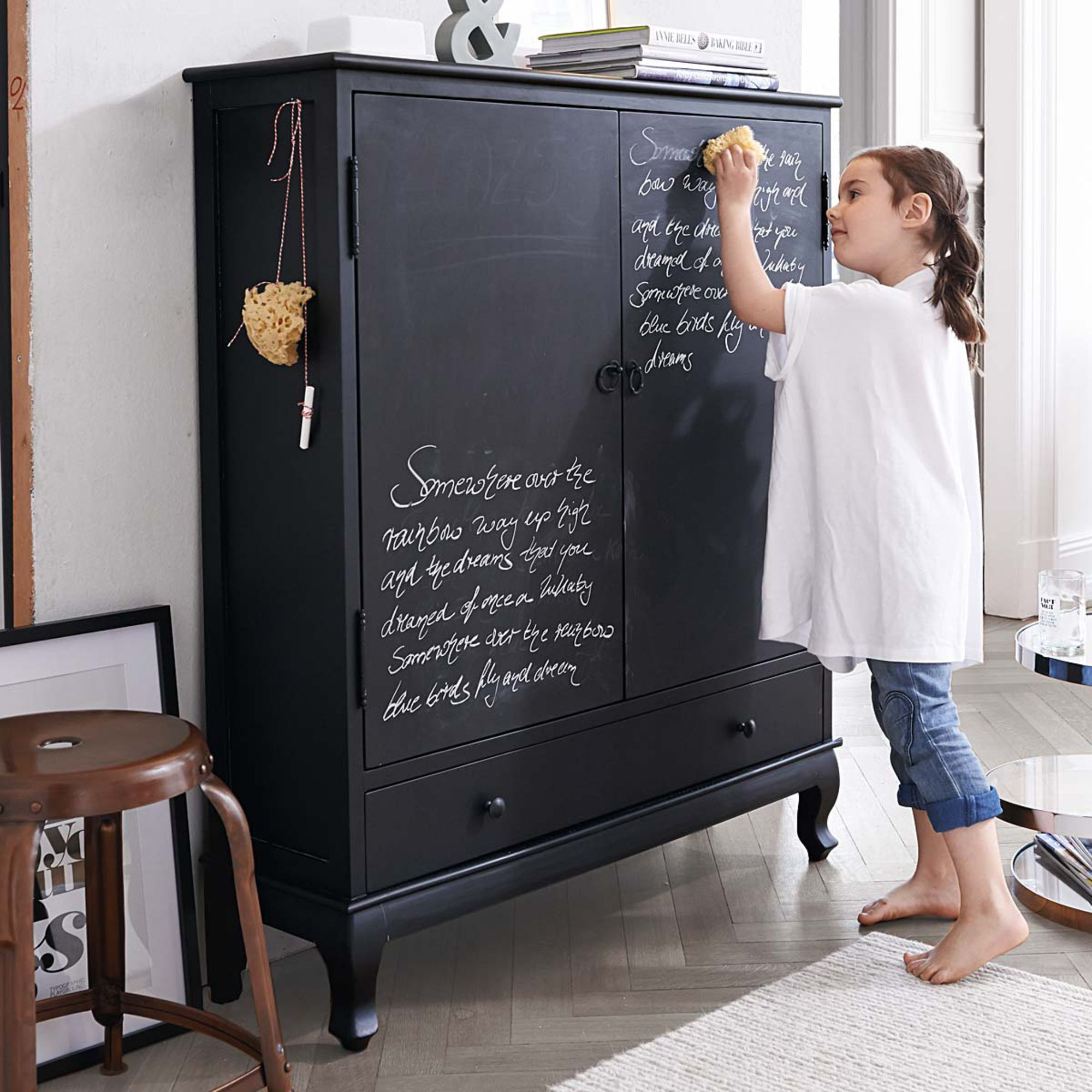blackboard cabinet schrank kast schoolbord krijtje woorden zwart woonkamer. Black Bedroom Furniture Sets. Home Design Ideas