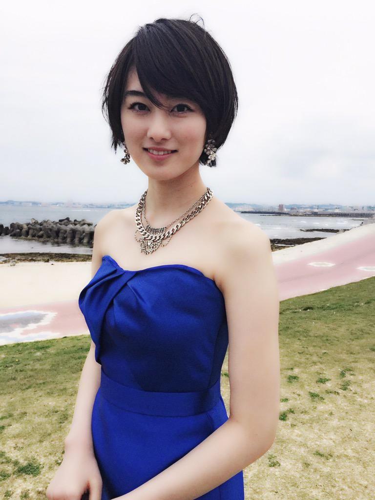 高月彩良 青の衣装