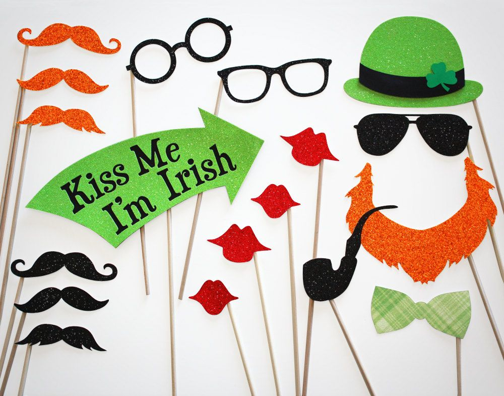 wedding photo booth props printable%0A Fun  St  Patrick u    s Day   Kiss Me I u    m Irish   Glitter Photo