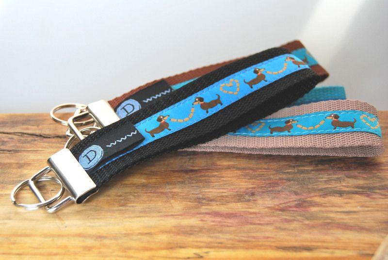 Schlüsselband / Anhänger  Hund / Dackel schwarz von DaiSign auf DaWanda.com
