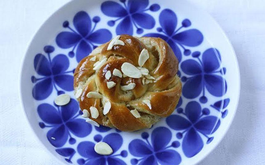 Vanilla and cardamom buns #cardamombuns Vanilla and cardamom knots. The ScandiKitchen. #cardamombuns