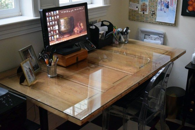 Upcycle an old door to create a fantastic desk. An easy DIY project for your office Rustic Decor