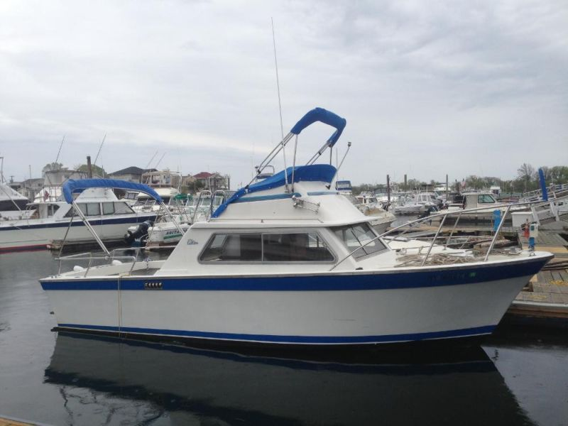 Restoration to a Classic 25 ft Carver Cabin Cruiser | Boats