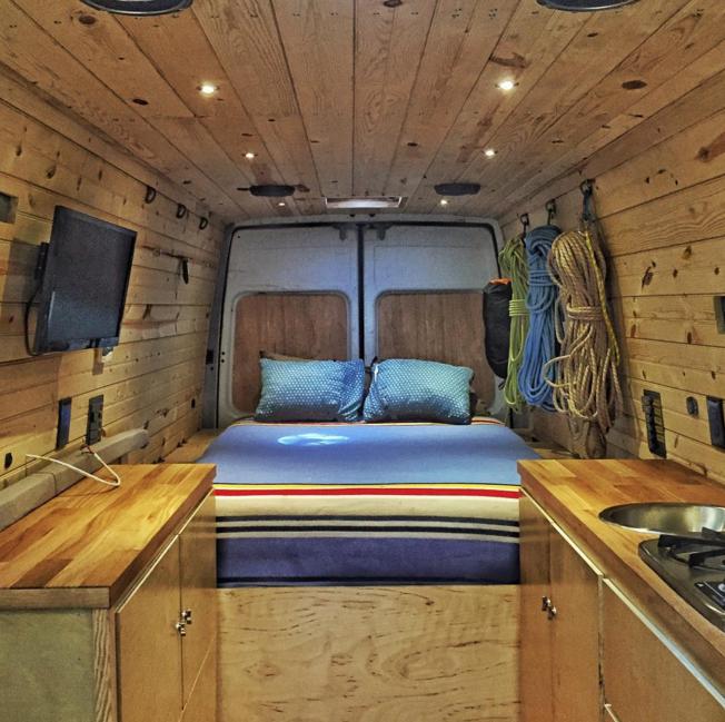 wohnmobil ausbau die 31 besten camper ausbauten. Black Bedroom Furniture Sets. Home Design Ideas