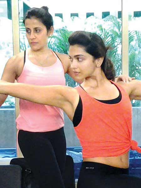 Deepika Padukone S Fitness Mantra Thumbbell Magazine Celebrity Trainer Workout Pics Fitness Tips
