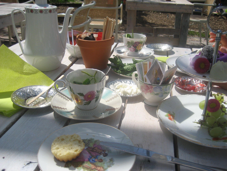 Cream tea en een bloemencupcake maken bij de zomerbloemenpluktuin anne-marie Nes a/d amstel