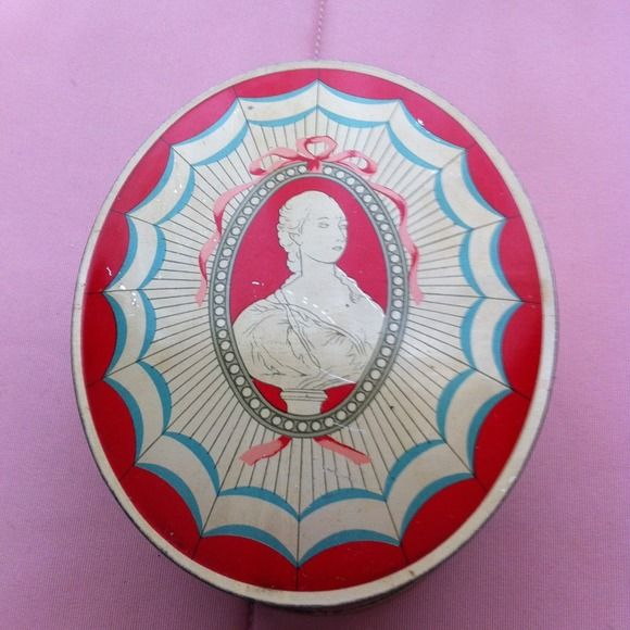 Du Barry dusting powder Antique box cameo Jewelry