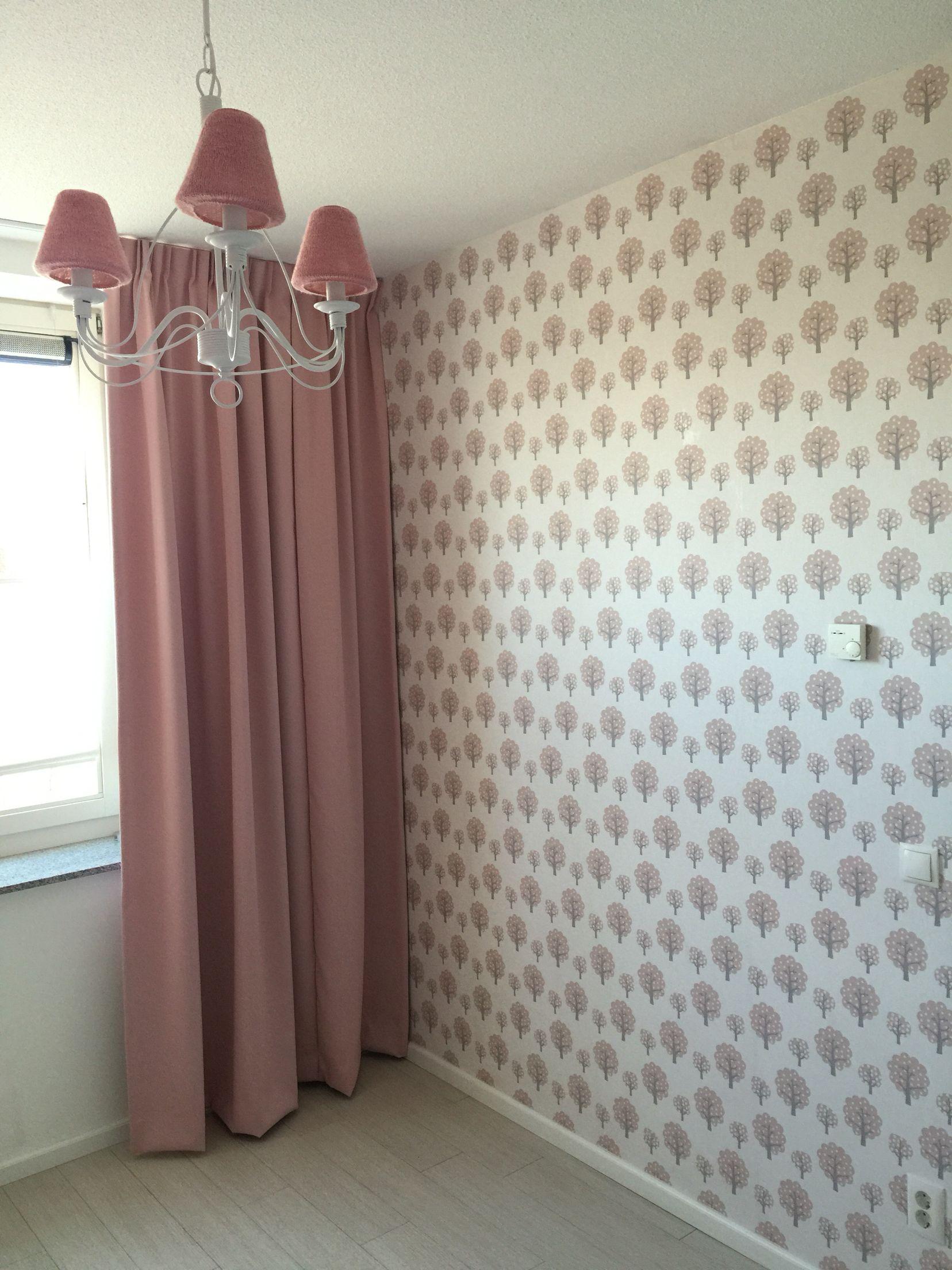 ferm living dotty rose behang babykamer meisje thema bos | baby, Deco ideeën