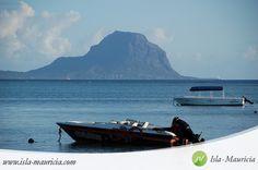 Mauritius, West, Flic en Flac. Mauritius ist eine tropische Insel im Indischen Ozean - eine Paradiesische Lage lädt zu einer unvergesslichen und einzigartigen Urlaub Ihres Lebens ein! / / Lagune, Strand, Sand, azur blau, türkis, filao Bäume, Freizeit, Reisen, Reiseziel, Geschäfte, Clubs, Restaurants, Küste \ \ #Mauritius #Reise #Urlaub #Tourismus #Bestimmung #Sehenswürdigkeiten #Orte #Kitesurf #Fotografie #Natur #Leben #Wunschzettel #Traum ❤ I MAURITIUS! ツ