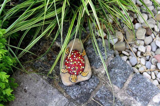 Gartendekoration - Gartendekoration Stein Schildkröte rot Mosaik - ein Designerstück von Cornelia-Hauch bei DaWanda