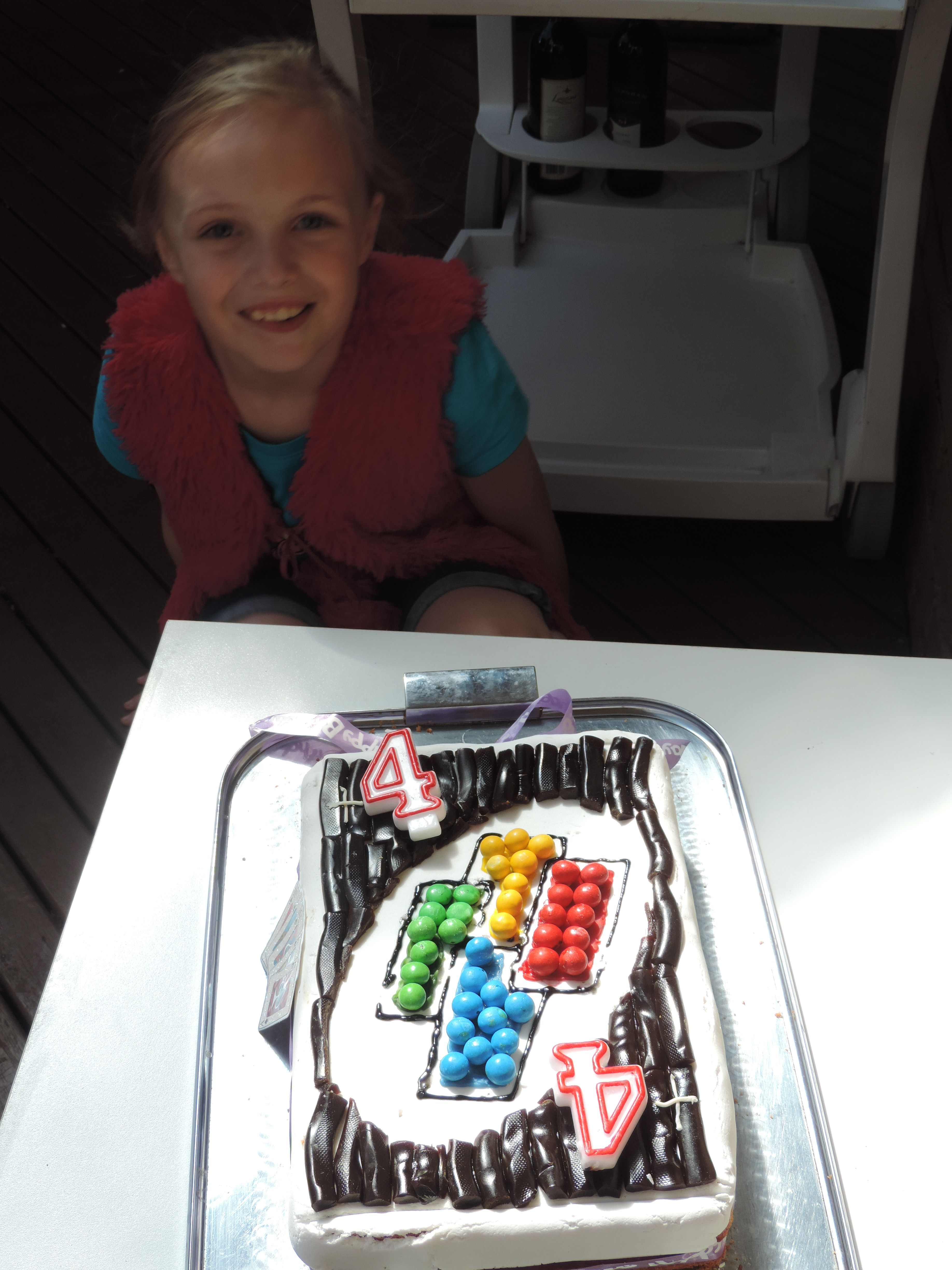 Cake Design Idea Uno Card Game The Draw 4 Card My Daughter S Favourite Game Put Two 4 Numeral Candles In Uno Card Game Kids Birthday Cake Designs