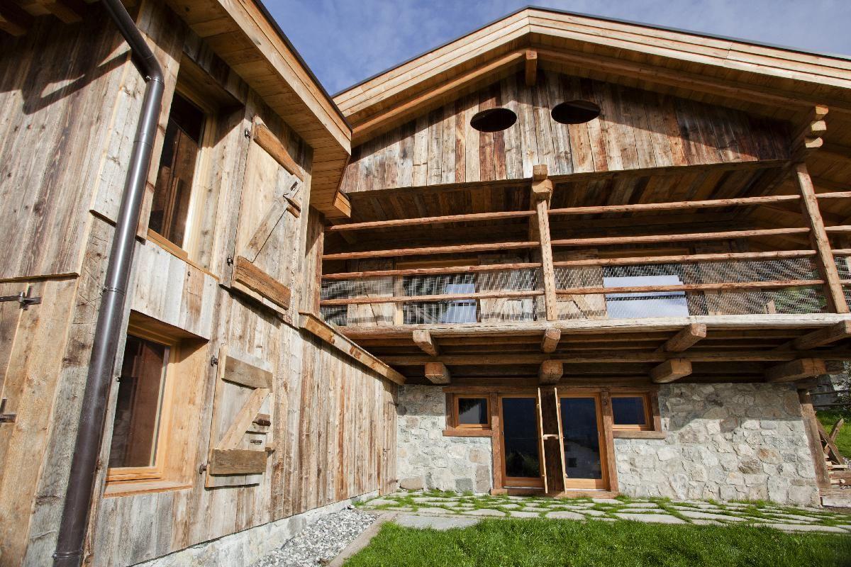 Recinzioni Per Case Di Montagna finestre per casa in montagna in legno naturale per