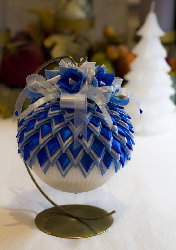 Feb 19, · Adorn your Christmas tree with beautiful handmade Christmas ornaments made by you! Hang these easy ornaments on your tree, give them as gifts to friends, amp up your Christmas wrapping ideas, or use them as easy Christmas decorations around the house Author: Better Homes & Gardens.