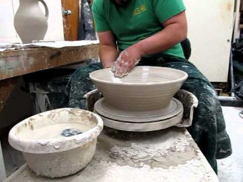 Great Way To Make Large Pots More Easily Pottery Lessons Pottery Designs Pottery