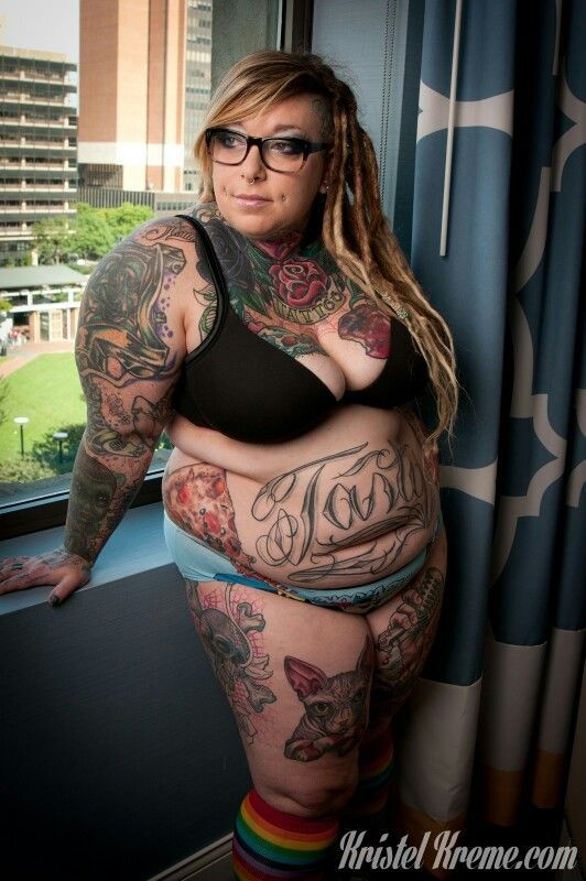 Tatooed chubby chick