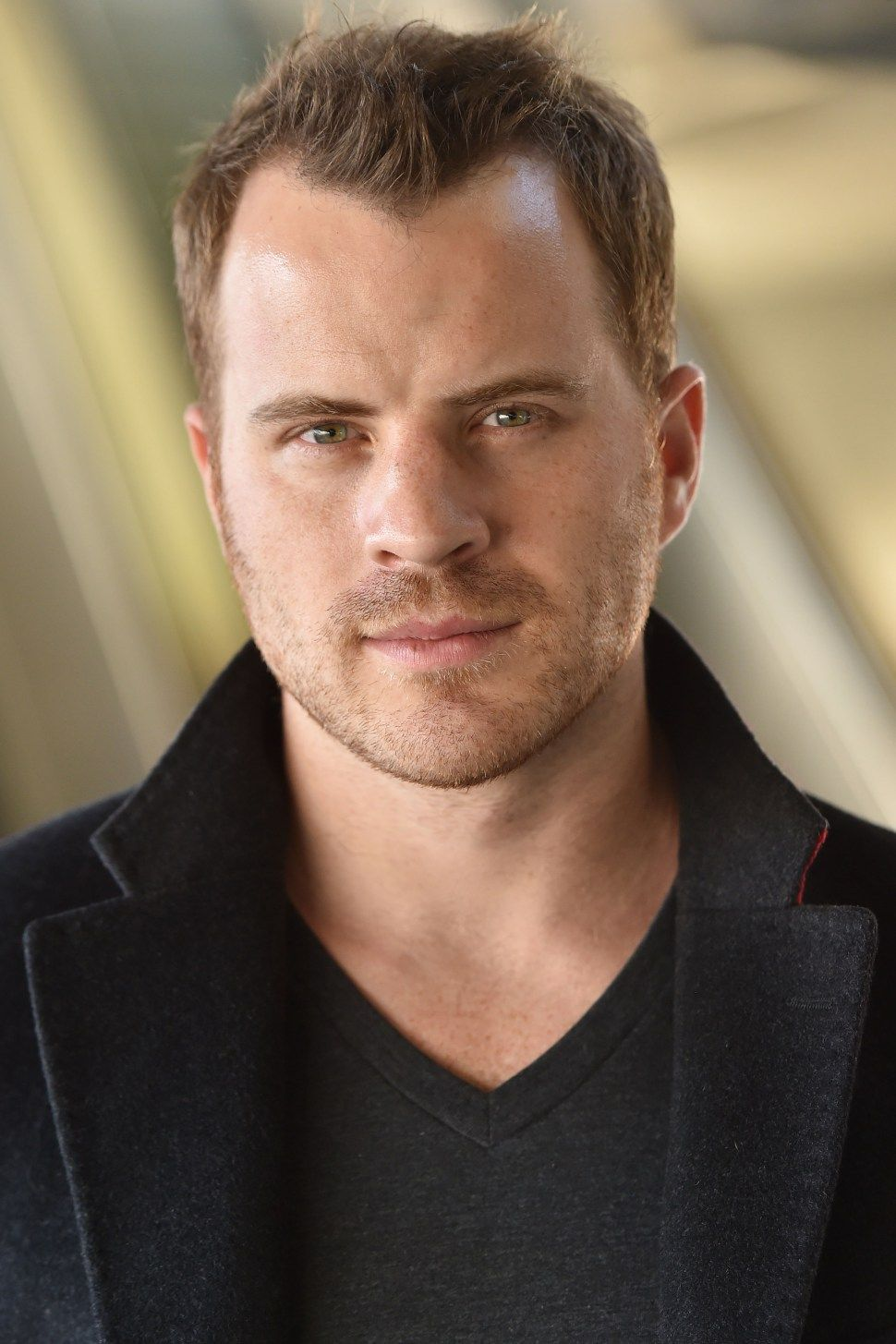 The 33-year old son of father  Paul Appleby and mother Phyllis Appleby, 183 cm tall Robert Kazinsky in 2017 photo